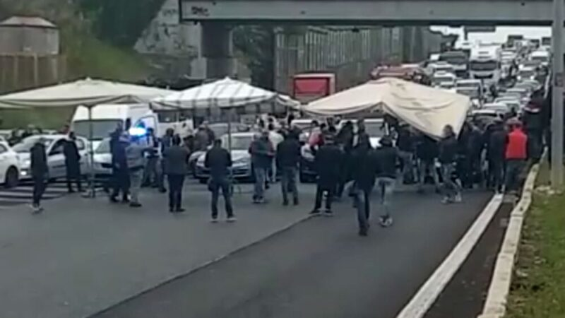 A90 bloccata. Protesta ambulanti a Roma